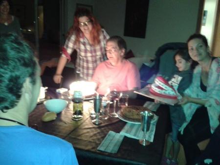 Agusti bufant espelmes