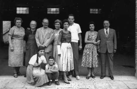 Iaia pares tiets germans Oriol i jo 1955