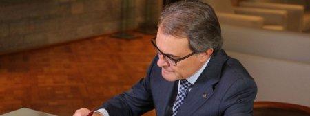 Artur-Mas-firma-el-decreto